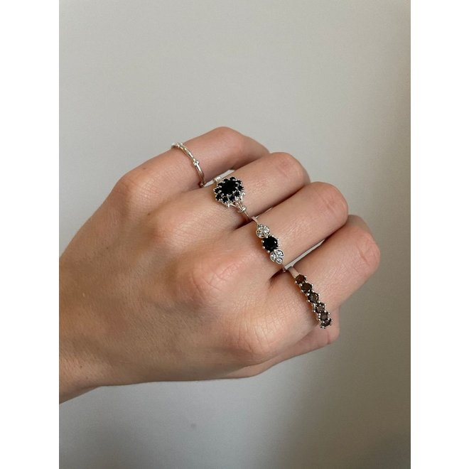 Tiny Twisted ring silver