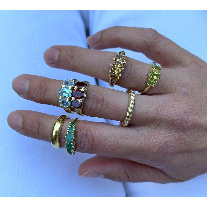 Vintage Triple Peridot ring gold