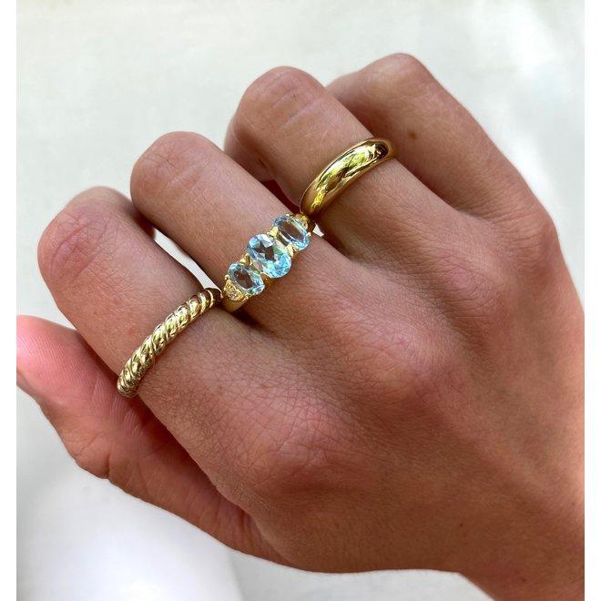 Vintage Blue Topaz ring gold
