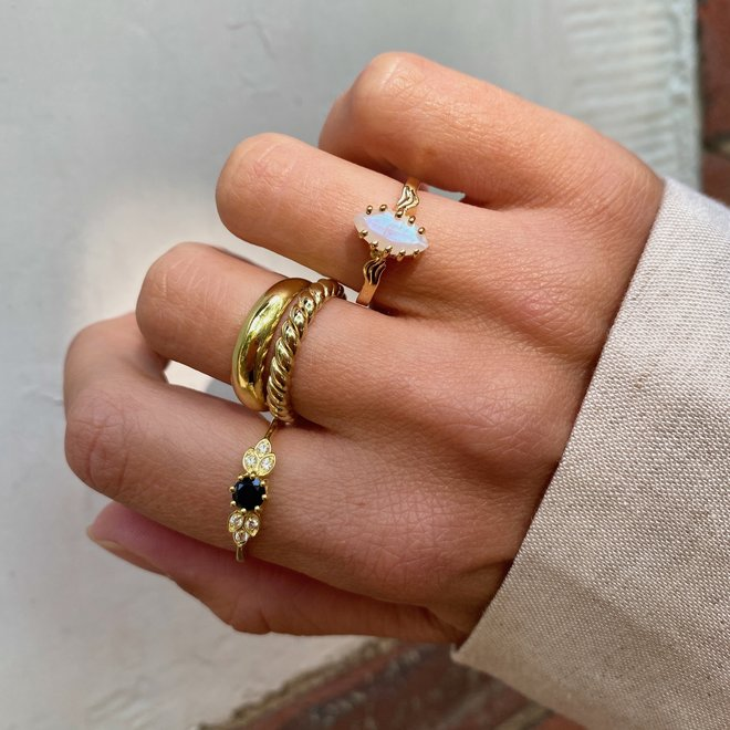 Vintage Moonstone Marquise ring gold