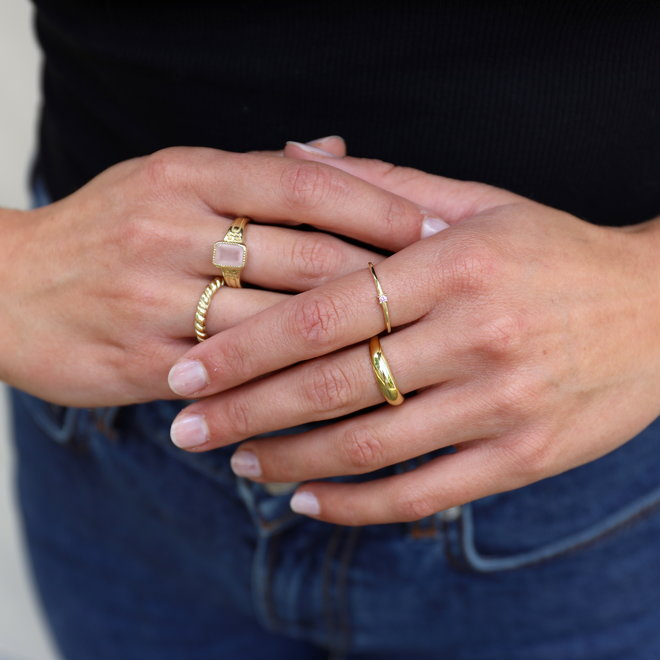 Tiny Pink ring gold