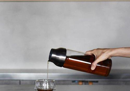 Kinto Capsule Cold Brew Carafe: Dark Brown