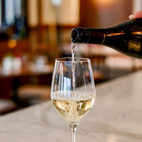 Hoe vol moet ik mijn wijnglas schenken?