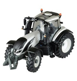Britains BRITAINS VALTRA T4 TRACTOR 1:32 SCALE
