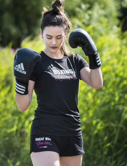 WARRIOR WOMEN T-shirt: Boxing makes my day (zwart)