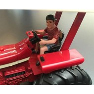 AT Collections Jeff zittend op tractor (1:32)