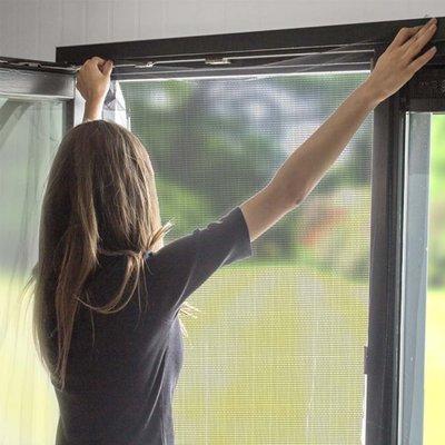 Horrengaas voor raam