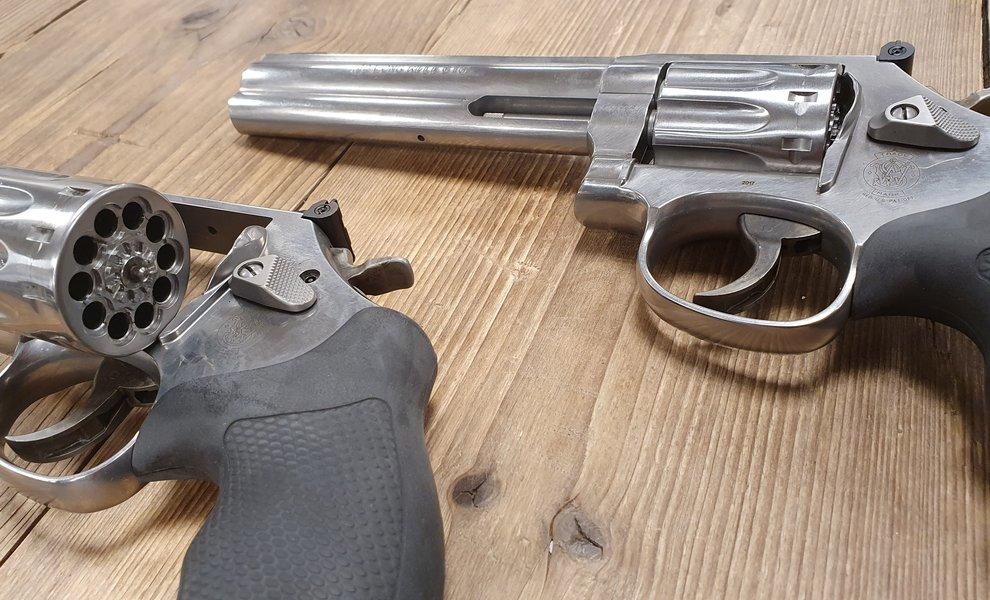 Hoog bezoek van Smith & Wesson in de wapenkamer
