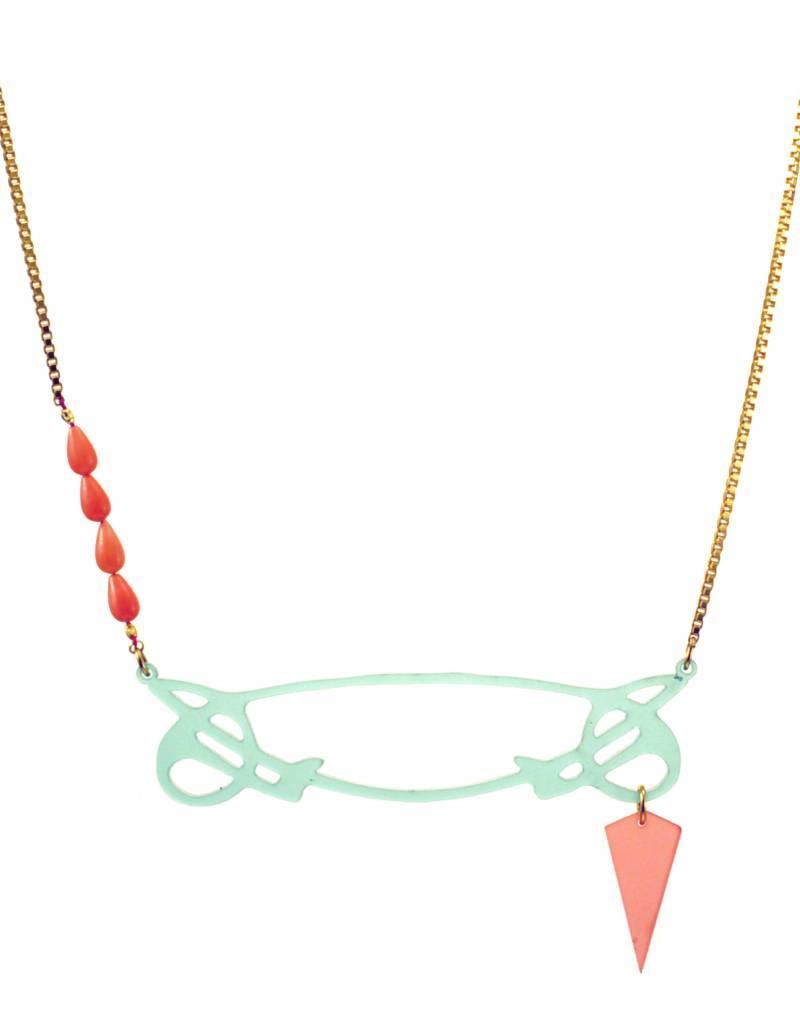 Short necklace whiplash