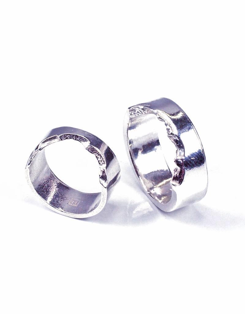 Wedding ring 'bite ring'