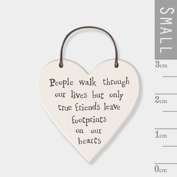2847 Little heart sign-People walk through our lives