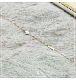 Zag Bijoux Zag Bijoux Bracelet White Clover Goudkleurig