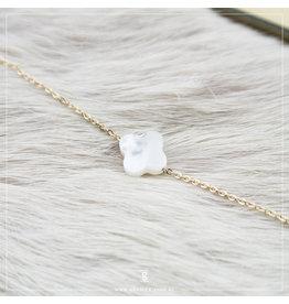 Zag Bijoux Zag Bijoux Bracelet White Opal Clover Goudkleurig