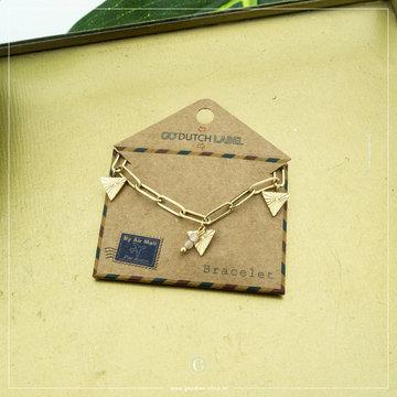 Go Dutch Label Go Dutch Label Goudkleurige Armband Triangles Coral