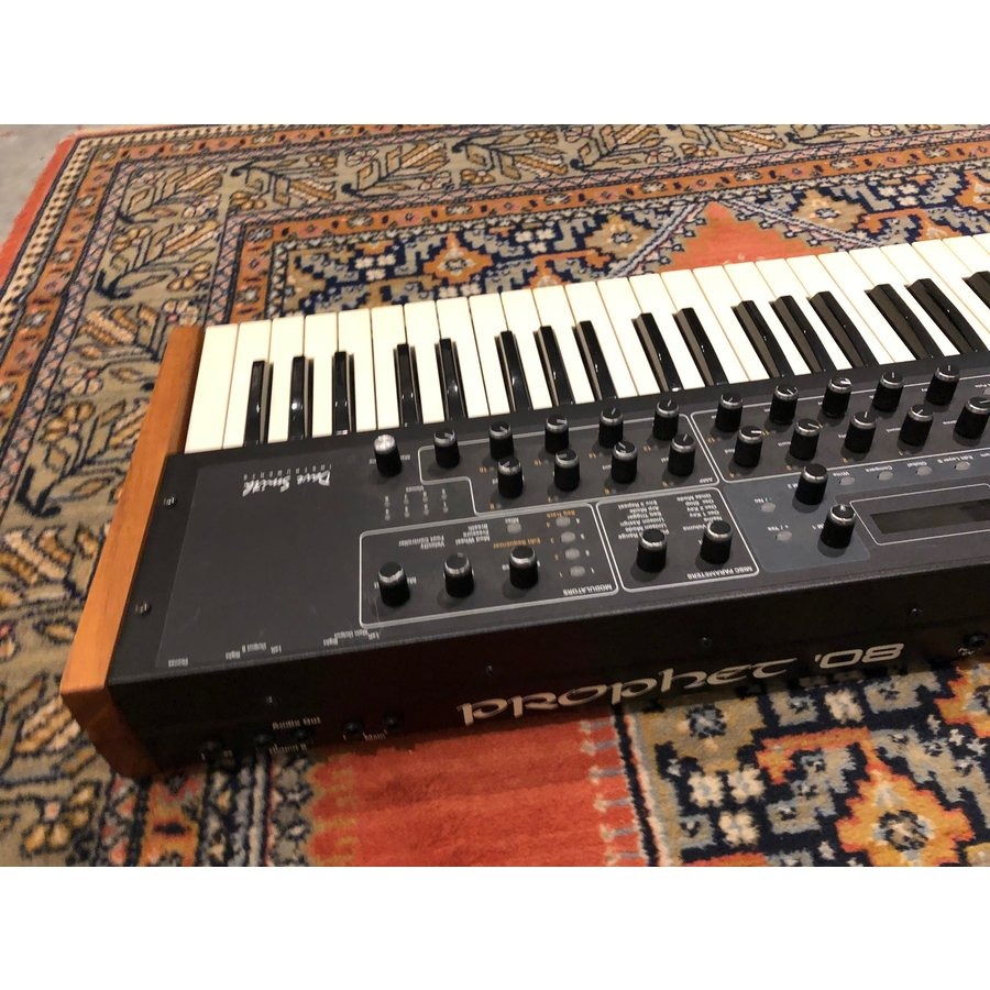 Dave Smith Instruments Prophet 08 (USED)