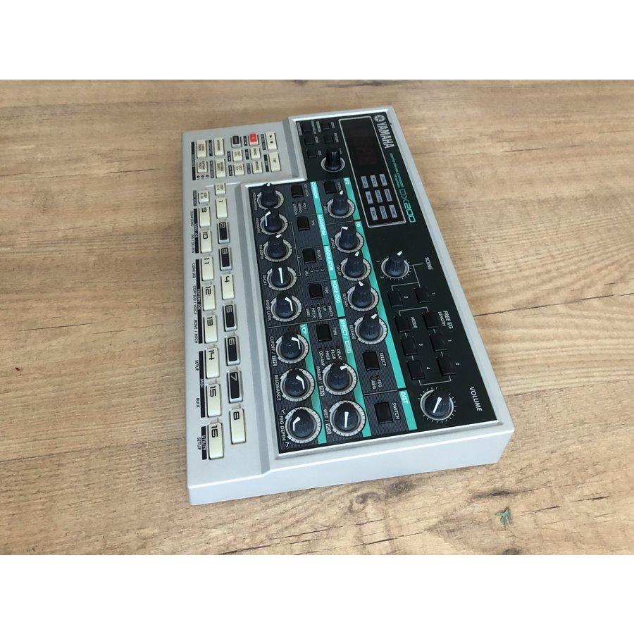 Yamaha DX-200