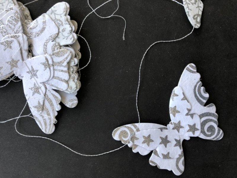 Versierendoejezo Slinger Papier Vlinders wit zilver 3 meter