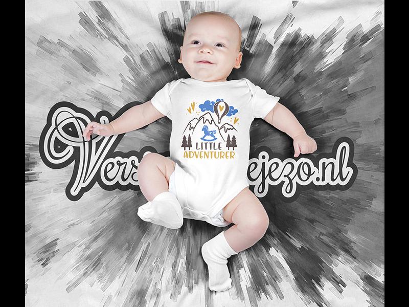 Romper little adventurer - Baby romper met tekst - korte mouw rompertje - maat 74-80 - kraamcadeau  zwangerschapscadeau babyshower baby kleding leuke tekst - rompertjes baby