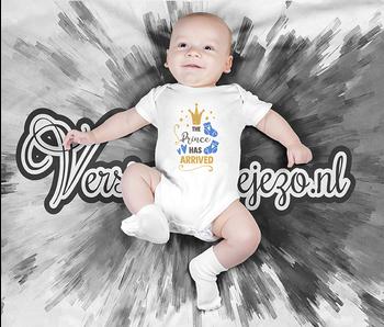 Romper the prince has arrived - Baby romper met tekst - korte mouw rompertje - maat 74-80 - kraamcadeau  zwangerschapscadeau babyshower baby kleding leuke tekst - rompertjes baby