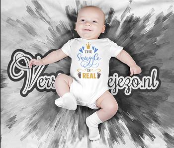 Romper the snuggle is real - Baby romper met tekst - korte mouw rompertje - maat 74-80 - kraamcadeau  zwangerschapscadeau babyshower baby kleding leuke tekst - rompertjes baby