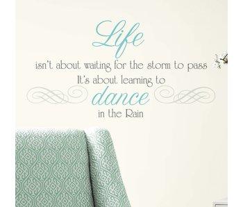 Roommates Dance in the Rain tekststicker
