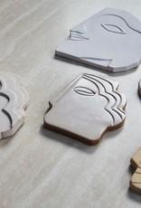 Faces muurdecoratie aardewerk