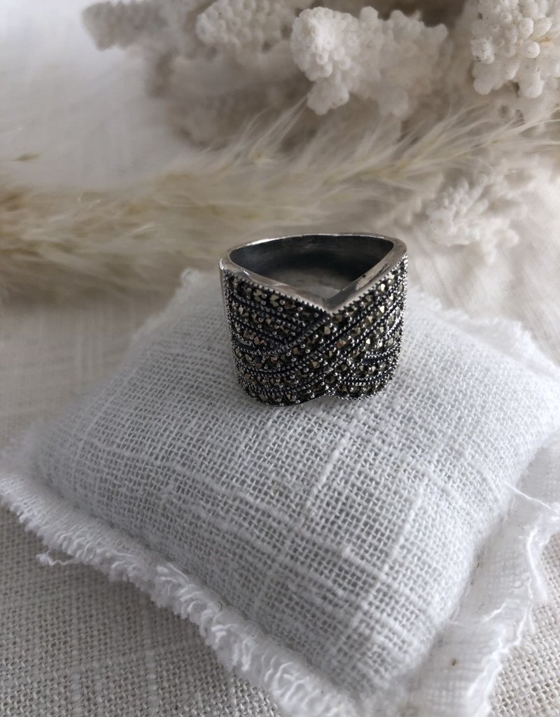 Ring with marcasite