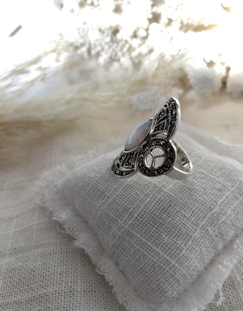 Grote ring met opaal