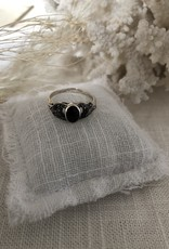 Ring with onyx