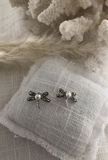 Dragonfly earrings with pearl