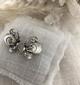 Vlinder oorbellen met parelmoer