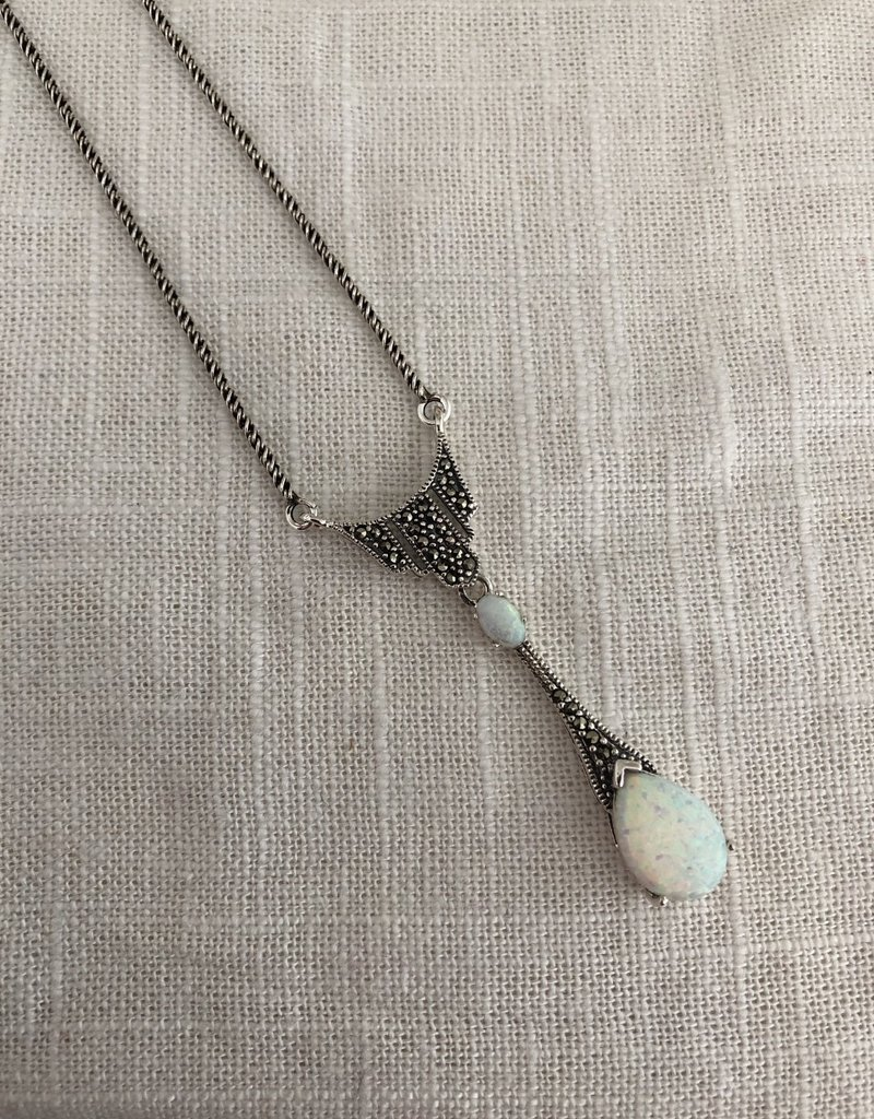 Necklace with opal
