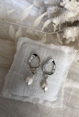 Earrings with pearl (small)
