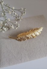 Hairpin with feather