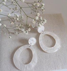 Witte oorbellen