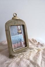 Photo frame cage shape