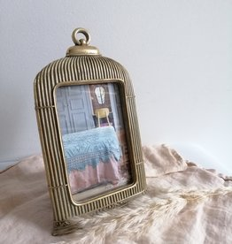 Photo frame cage shape