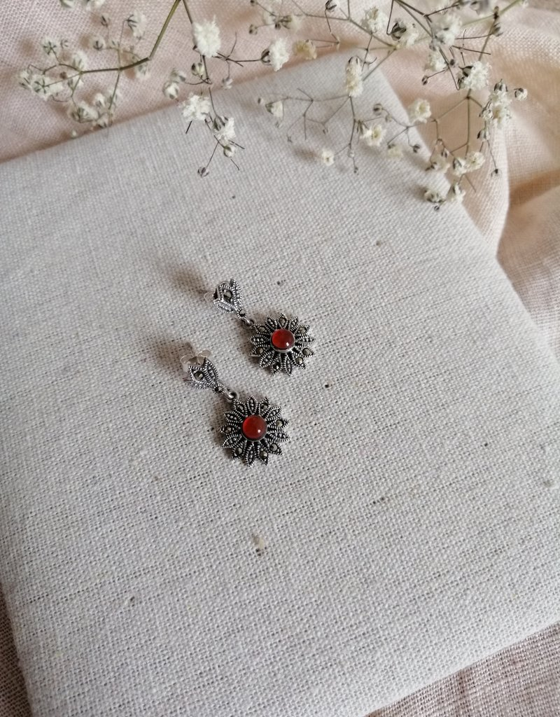 Earrings with brown agate
