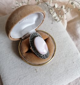 Ring pink mother of pearl