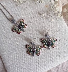 Set of earrings and necklace