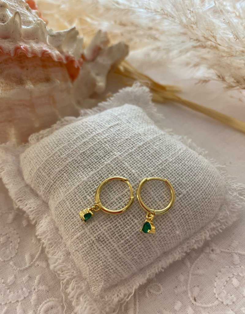 Little earrings with green stone