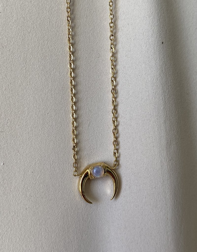 Necklace with moon and opal stone