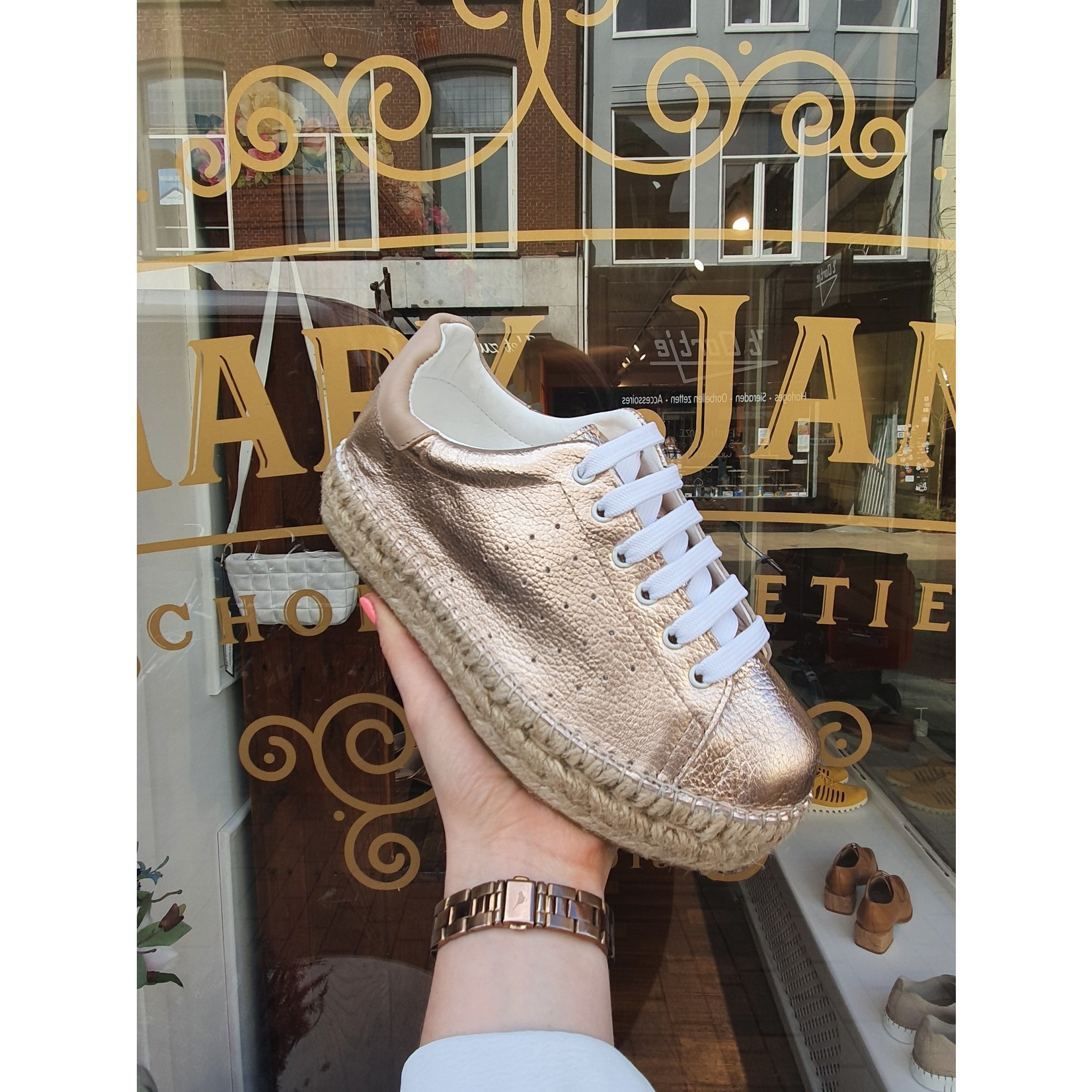 Macarena Zomer musthave rosé goude sneakers