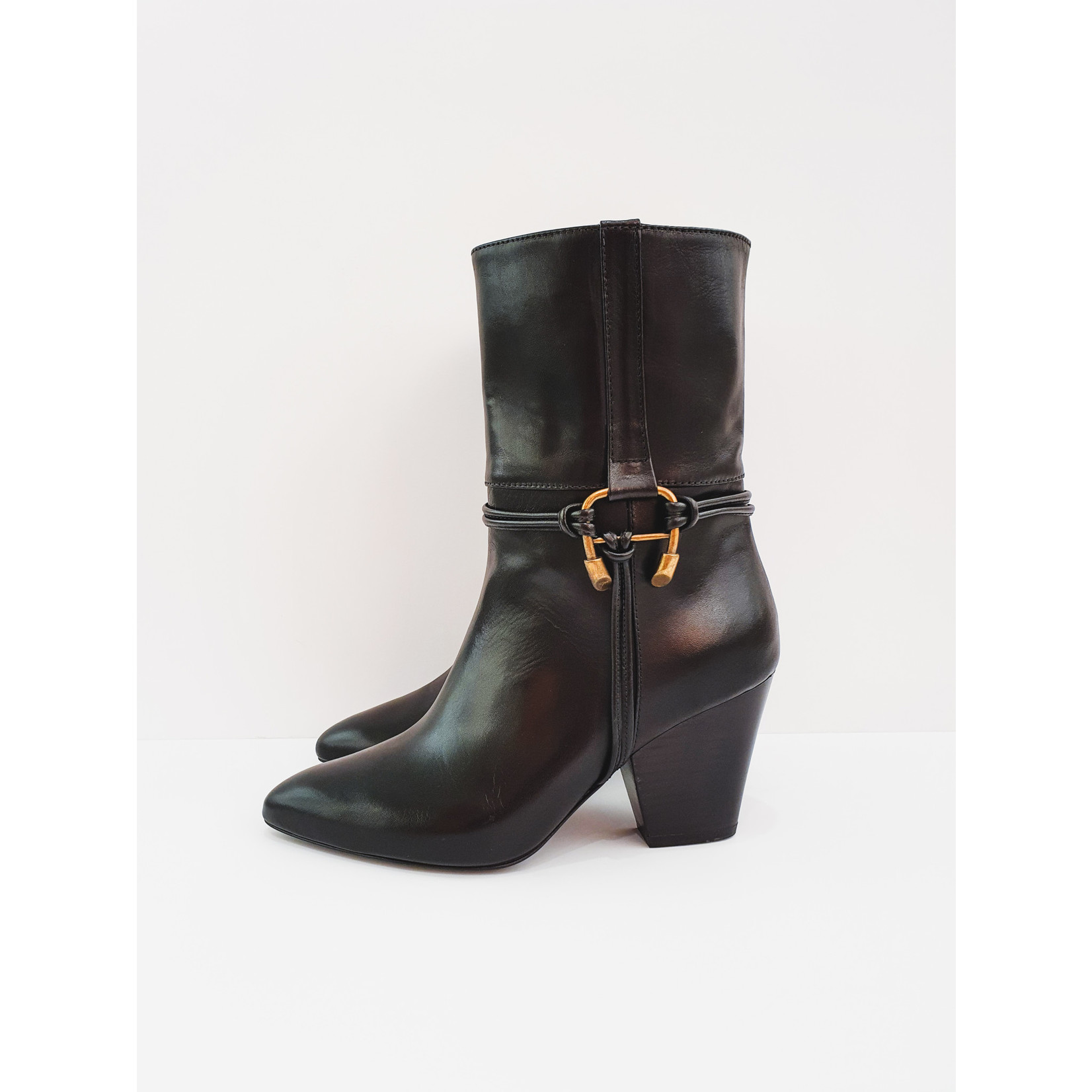 Perfect black boots