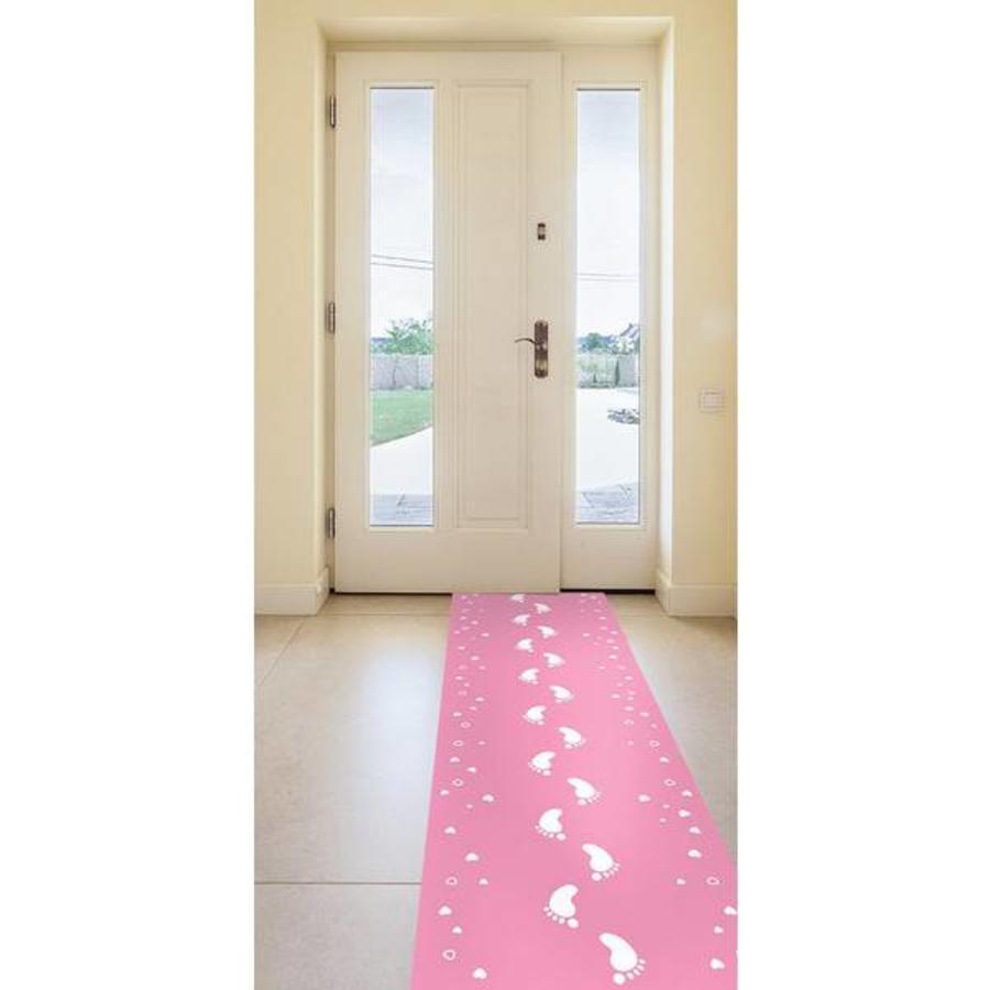 Roze loper met baby voetjes
