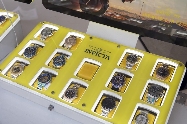invicta display