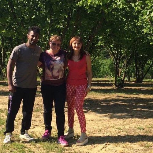Bezoek aan 'Papa dei Boschi' in Piemonte, teler van hazelnoten