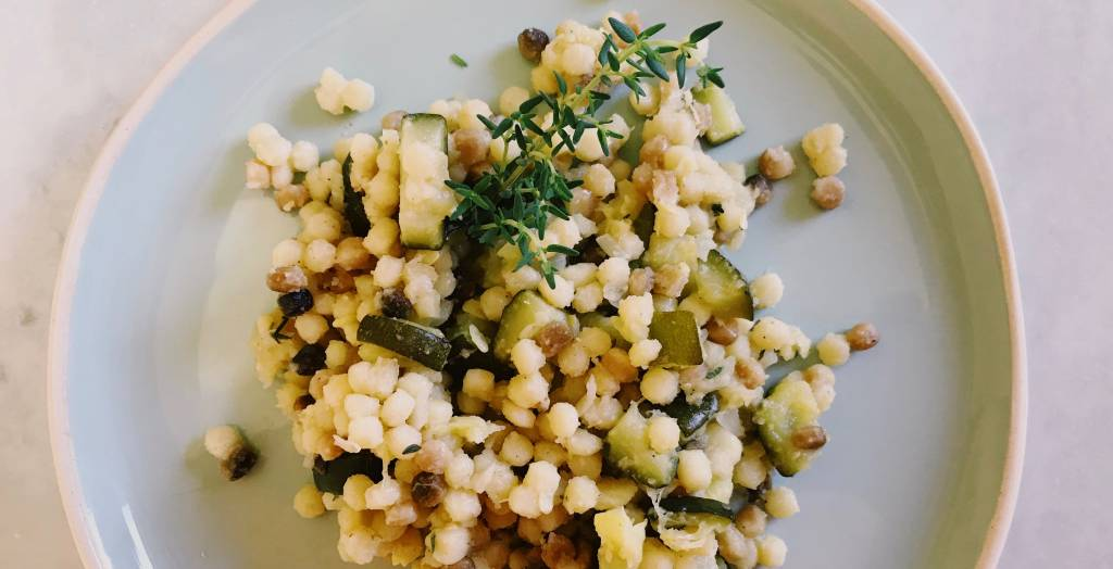 Italiaanse fregola met courgette en pecorino | instant happiness!