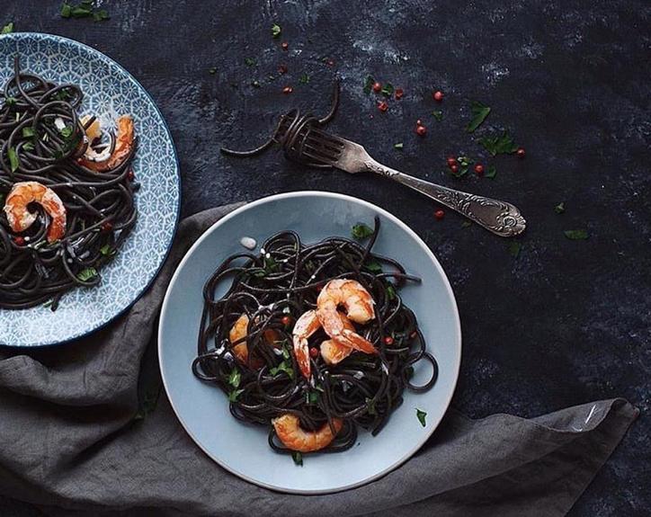 Recept voor 'Black Friday Pasta': Linguine Nero di Seppia met Scampi's