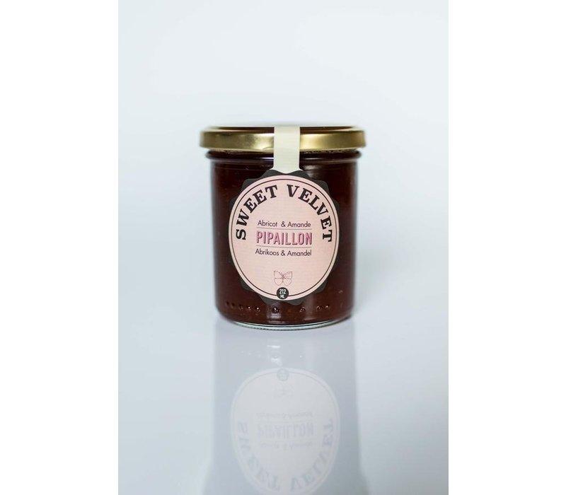 Sweet Velvet handgemachte Aprikozenmarmelade mit gerösteten Mandeln (212ml)